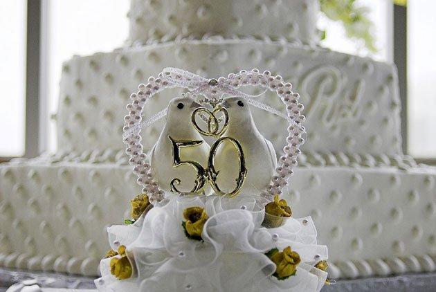 Традиции вручения подарков на золотой юбилей брака